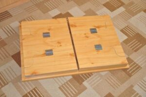 mesa de madera desmontada